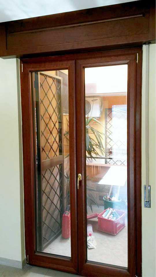 <strong>Infissi in alluminio-legno</strong><BR>Finestre, porte finestre, balconi