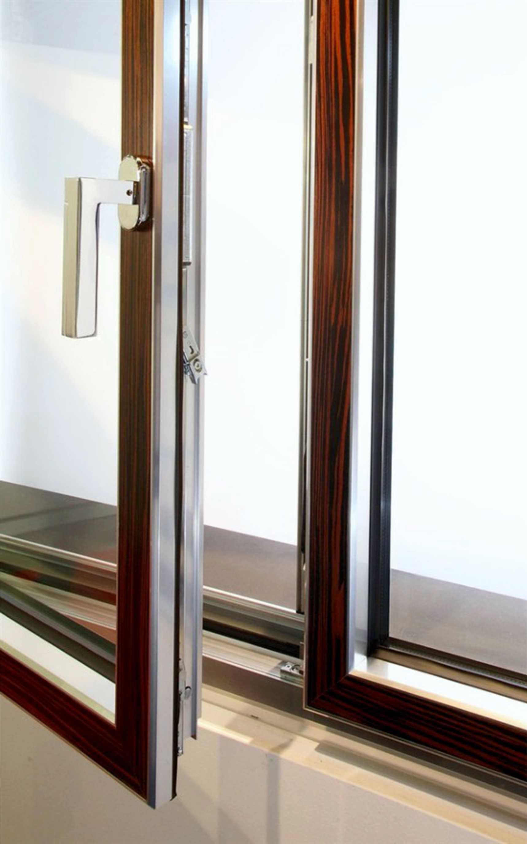 <strong>Infissi in legno-alluminio</strong><BR>Finestre, porte finestre, balconi