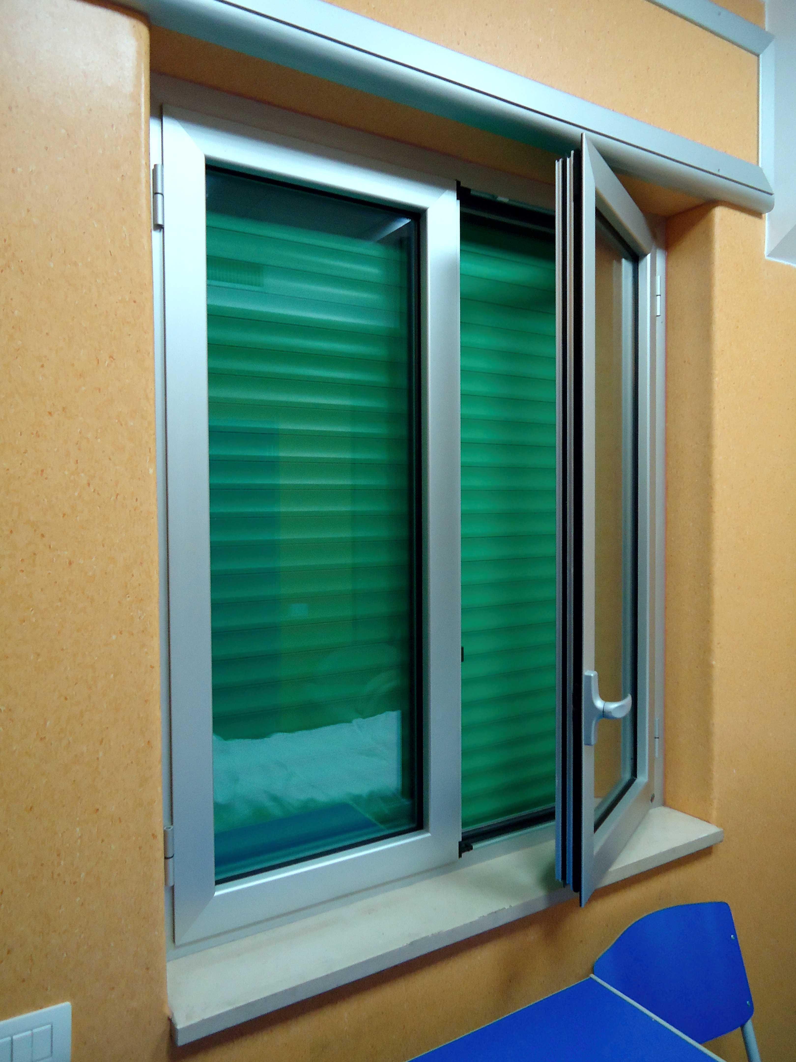 <strong>Infissi in alluminio</strong><BR>Finestre, porte finestre, balconi