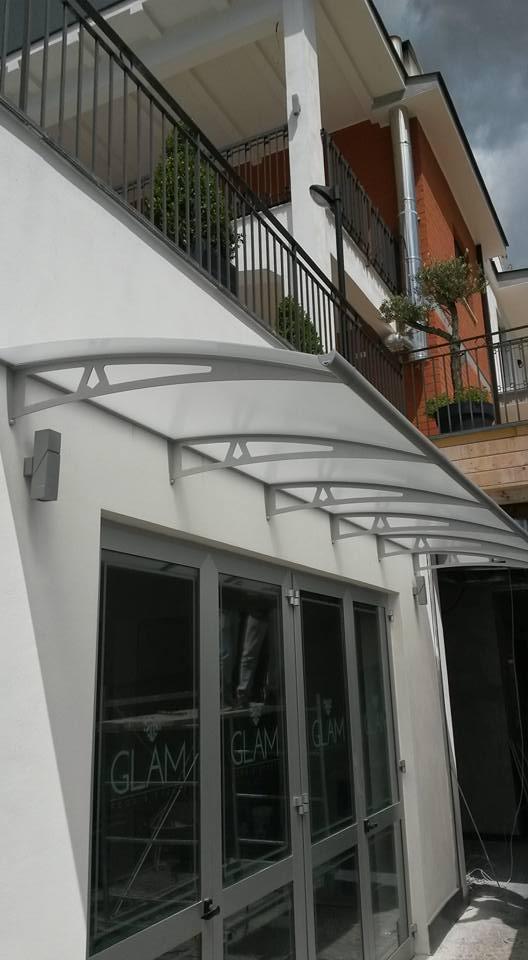 Infissi e tettoia in alluminio